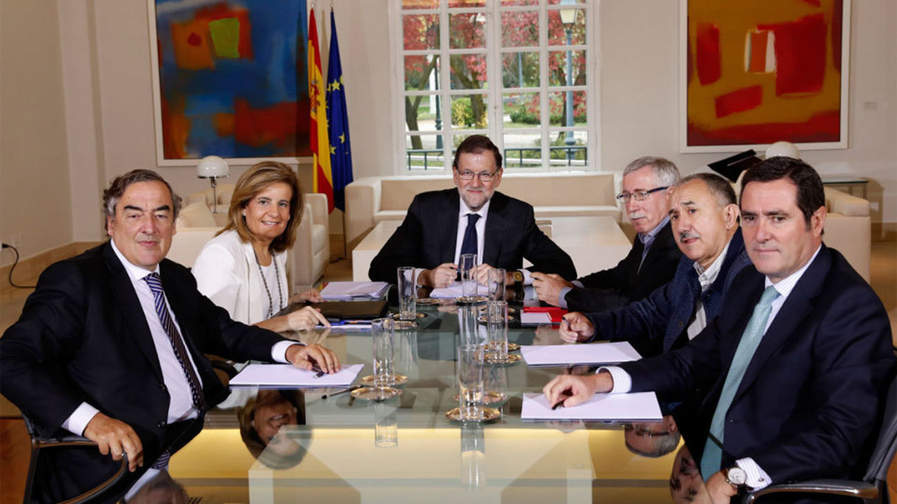 Rajoy dice a los sindicatos que no liquidará las reformas porque han funcionado
