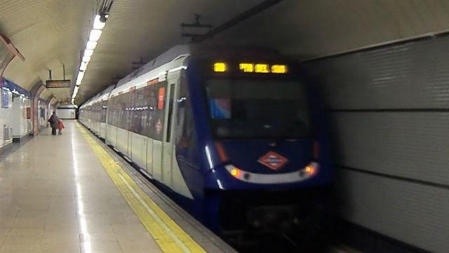 Interrumpida la línea 10 de Metro durante 90 minutos tras ser arrollada una joven