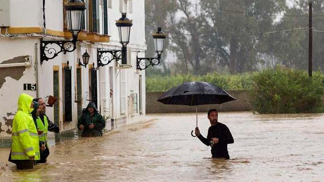 El temporal de lluvia causa dos muertos e inundaciones en Málaga y Cádiz