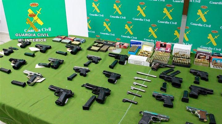 Treinta detenidos por venta de armas por internet con talleres clandestinos