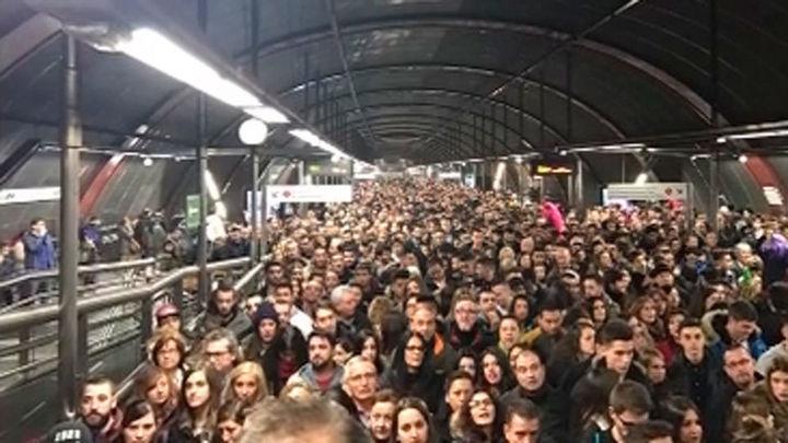 Colapso en la estación de metro de Sol por la afluencia navideña