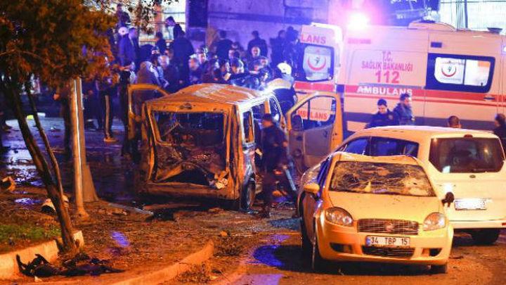 Un doble atentado junto al estadio del Besiktas deja al menos 13 muertos