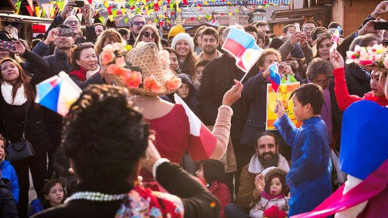 Carmena inaugura la Navideña Feria Internacional de las Culturas