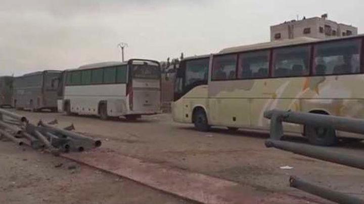 Paralizan la evacuación del este de Alepo por la quema de autobuses