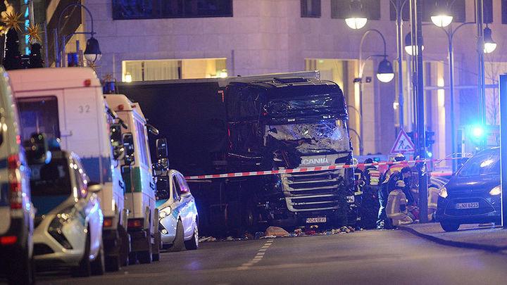 Al menos nueve muertos y decenas de heridos arrollados por un camión en Berlín