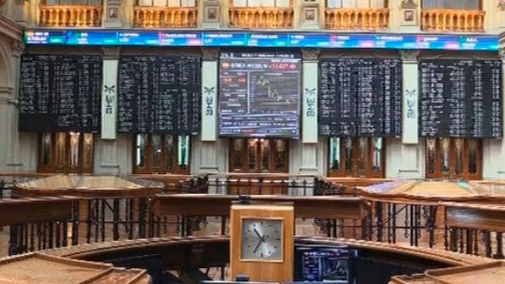 El Ibex 35 cae un 0,38% y cede los 9.400 puntos, lastrado por la banca