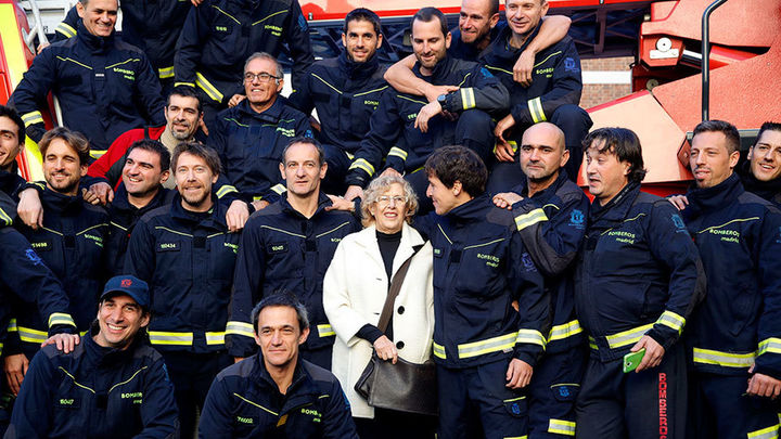 """Carmena agradece a los servicios de emergencias el hacer  """"posible que Madrid pueda celebrar la Navidad"""""""