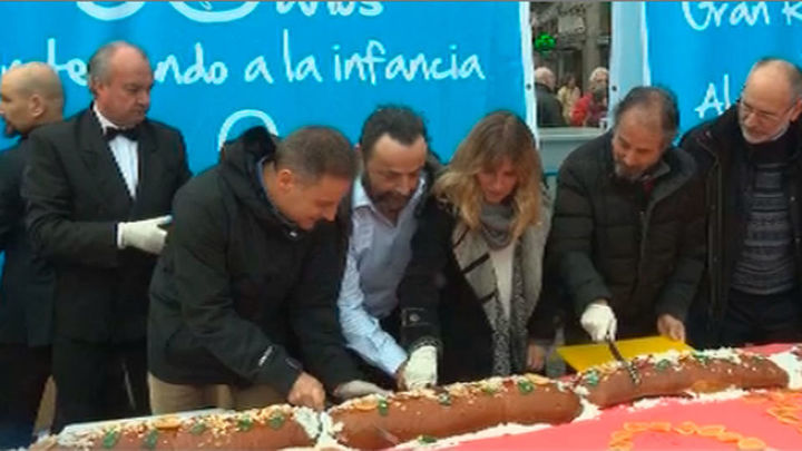 Aldeas Infantiles reparte en la Puerta del Sol 1.500 kilos de roscón