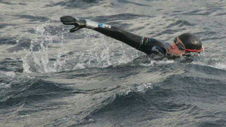 David Meca culmina el reto de cruzar a nado el Estrecho de Gibraltar
