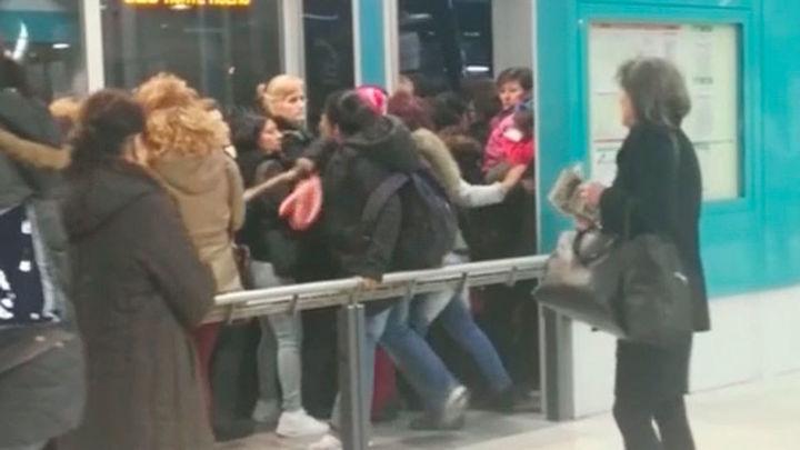 Colapso en los intercambiadores por la huelga de autobuses interurbanos