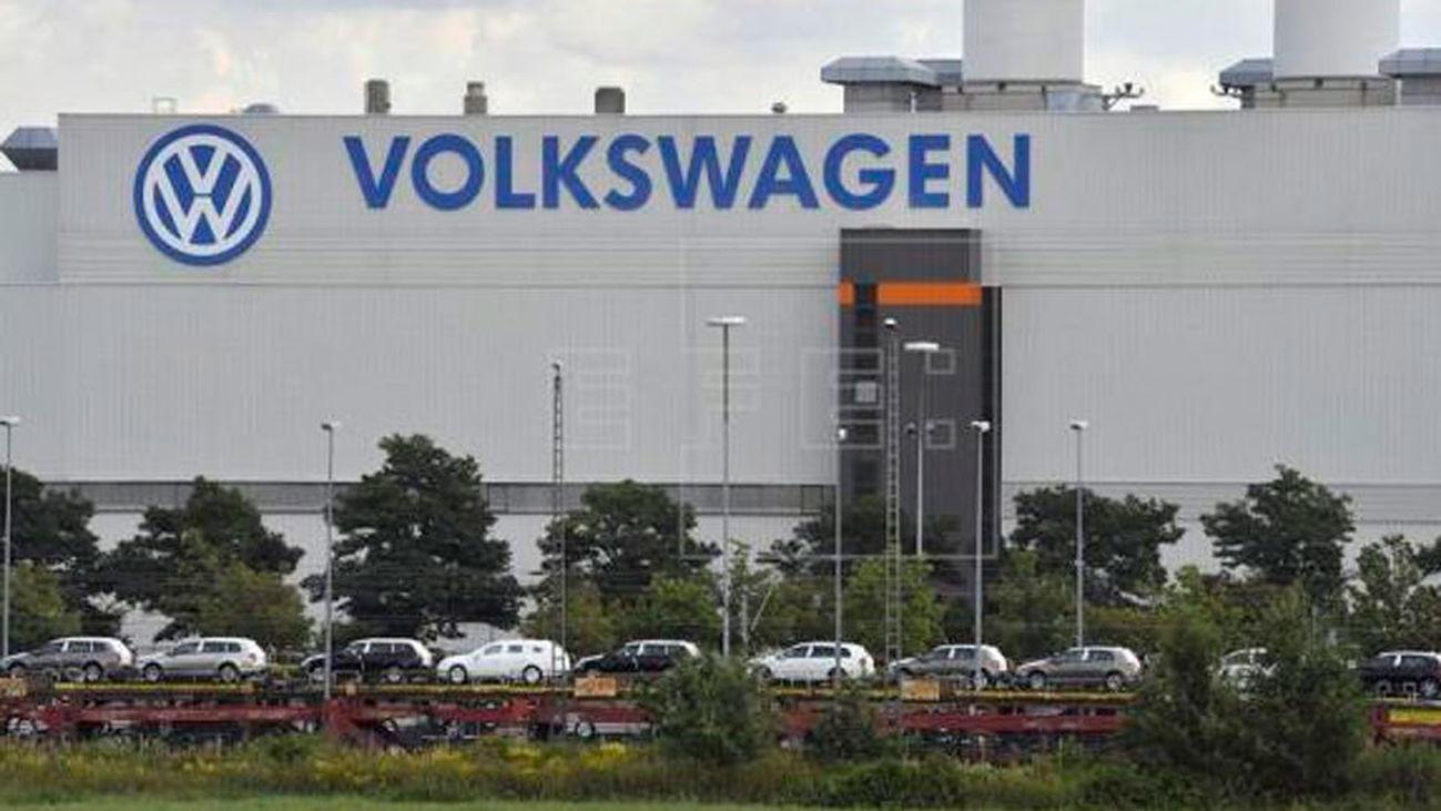 EE.UU multa a Volkswagen por los motores trucados