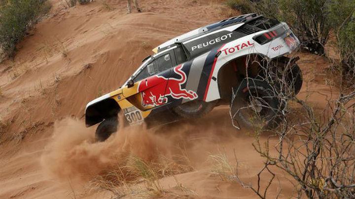 Peterhansel resiste el mano a mano con Loeb y acaricia su 13º Dakar