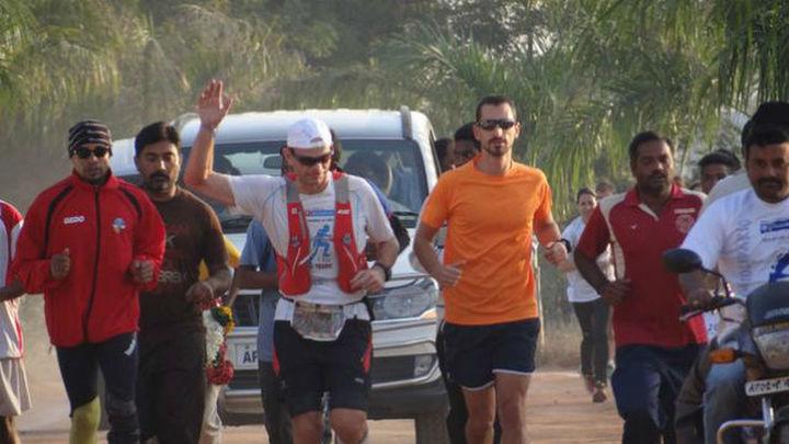 Corren 500 kilómetros para apadrinar a 500 niños en la India