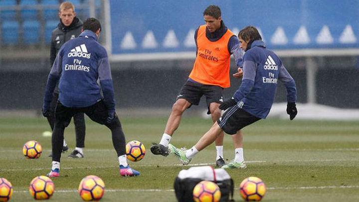 Zidane recupera a Varane ante la Real Sociedad