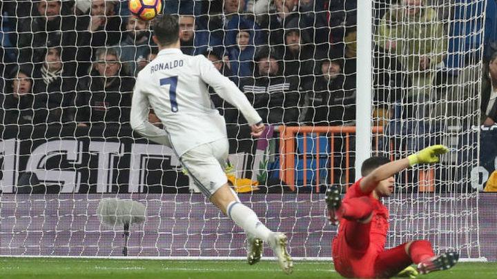3-0. El Real Madrid se escapa en el liderato con una goleada a la Real Sociedad