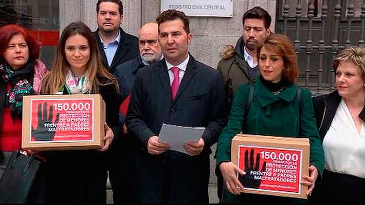 150.000 firmas para que sus hijos no vuelvan con padres maltratadores