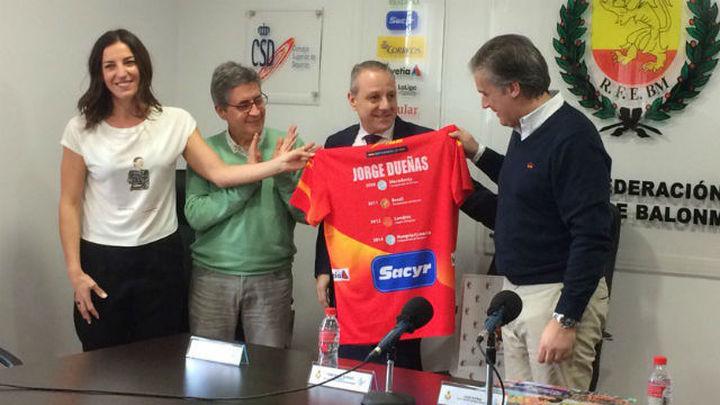 Jorge Dueñas deja de ser el seleccionador de las 'Guerreras'