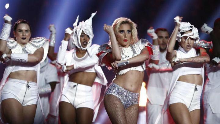 Lady Gaga y Ariana Grande bailan en el apocalíptico vídeo de 'Rain on Me'
