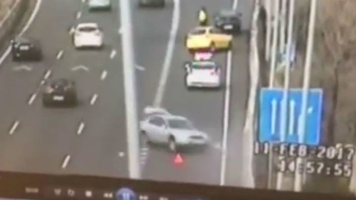 Un guardia civil salva su vida al esquivar a un coche que circulaba a gran velocidad