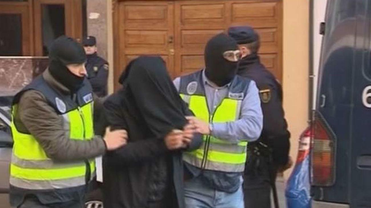 Detenido un marroquí retornado que captaba yihadistas y una mujer que intentó viajar a Siria