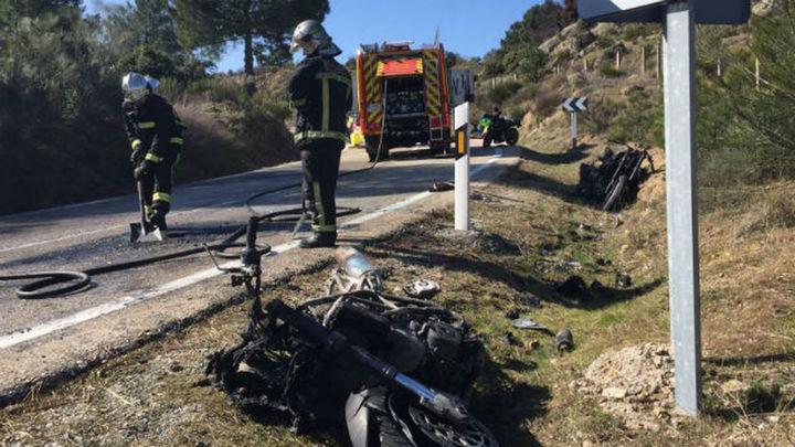 Dos motos arden en un accidente múltiple con heridos en Robledo de Chavela