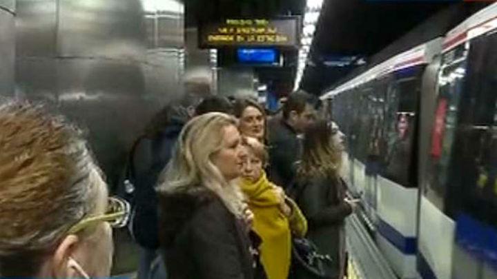 Los Maquinistas de Metro convocan paros para la mañana del próximo lunes