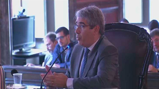 Homs se escuda en la falta de claridad del Constitucional para justificar la consulta