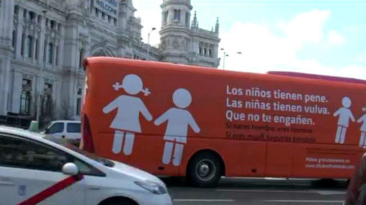 """Hazte Oír cambia el lema: """"los niños tienen 'censurado', las niñas tienen 'censurado'"""""""