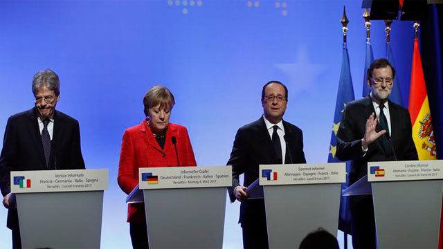 Paolo Gentiloni, Angela Merkel, François Hollande y Mariano Rajoy tras la cumbre en el Palacio de Versalles