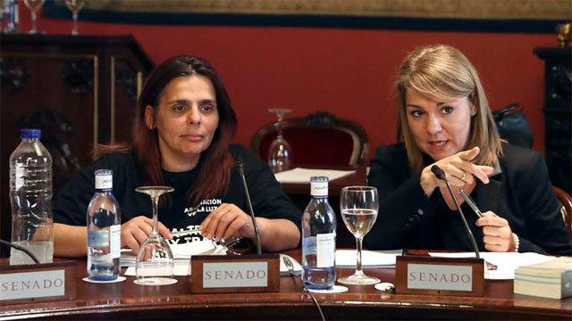 Gloria Vázquez, una de las mujeres en huelga de hambre en la Puerta del Sol  con Susana Camarero