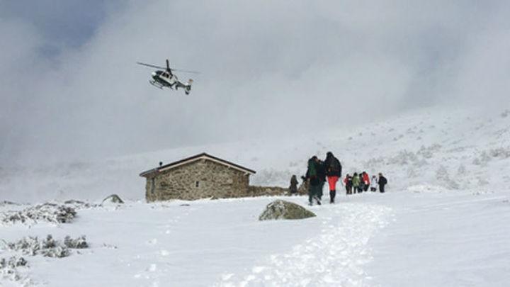 Doce rescatados, cuatro de ellos menores, en el pico de Peñalara