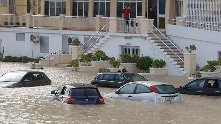 Alicante: Rescatadas tres personas de sus coches y desalojan dos viviendas por el temporal