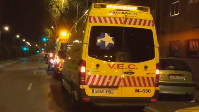 Heridos graves dos jóvenes en Alcalá, uno por arma blanca y otro al precipitarse desde un quinto piso