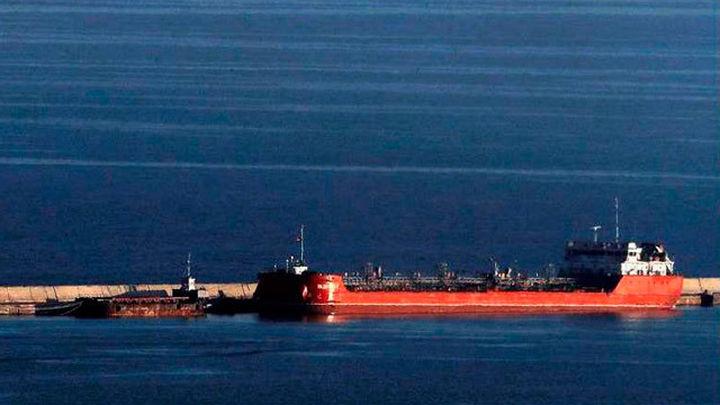 Dos tripulantes de un pesquero desaparecidos tras chocar con un mercante ruso