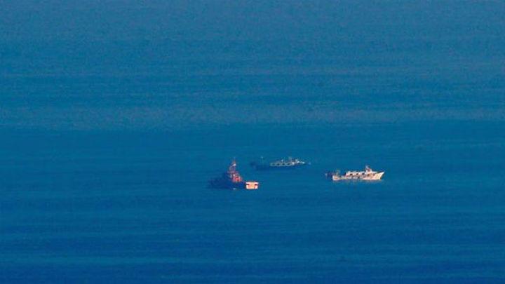 Continúa la búsqueda de dos tripulantes del pesquero que chocó con un  mercante