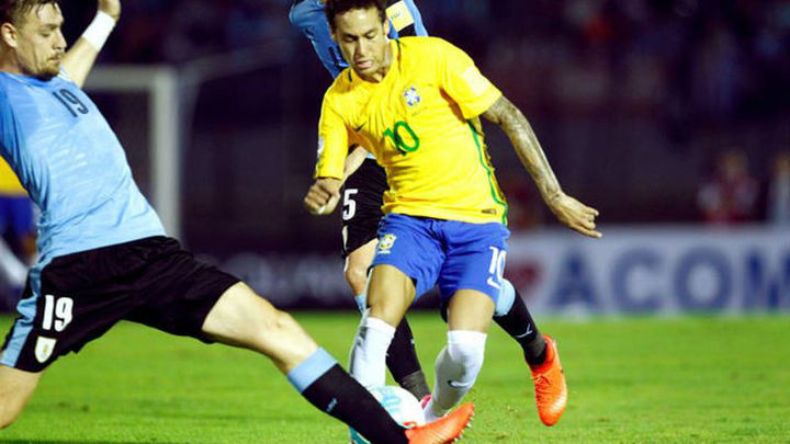 Brasil golea, Argentina gana con polémica y Colombia vence con gol de James