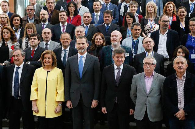 """El rey con representantes del Gobierno, la OIT, los sindicatos y patronal en l """"El futuro del trabajo que queremos"""""""
