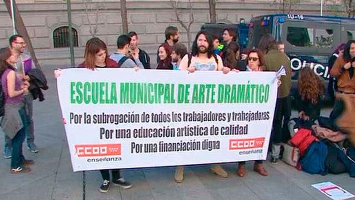 Trabajadores municipales piden en Cibeles la subrogación  de sus empleos