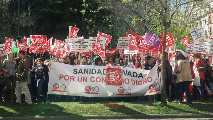 """Trabajadores de la sanidad privada se concentran para reclamar """"un convenio digno"""""""