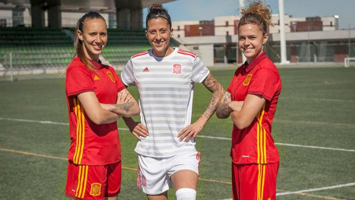 La selección femenina presenta sus nuevas equipaciones