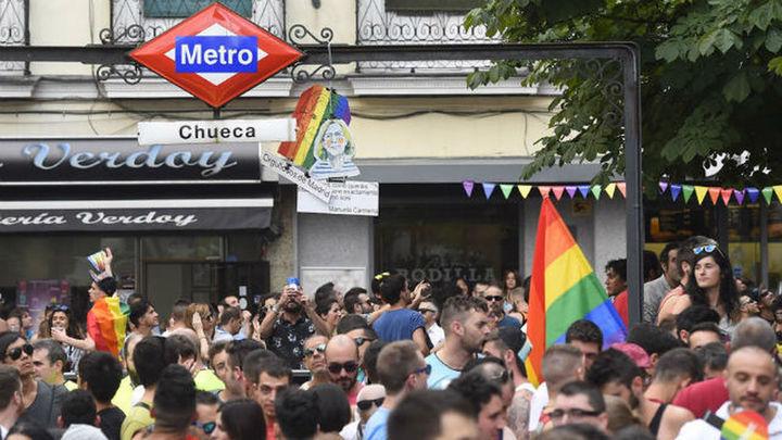 Cifuentes retrasará la hora de cierre de bares durante las fiestas como el Orgullo Gay