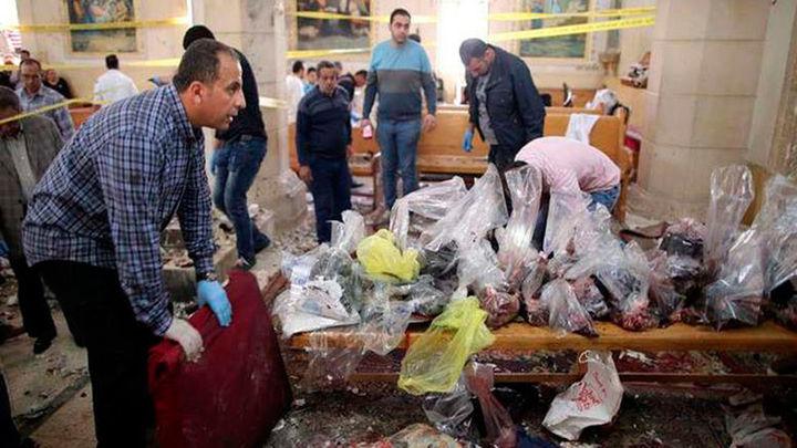 Medio centenar de muertos en los atentados del EI contra dos iglesias en Egipto