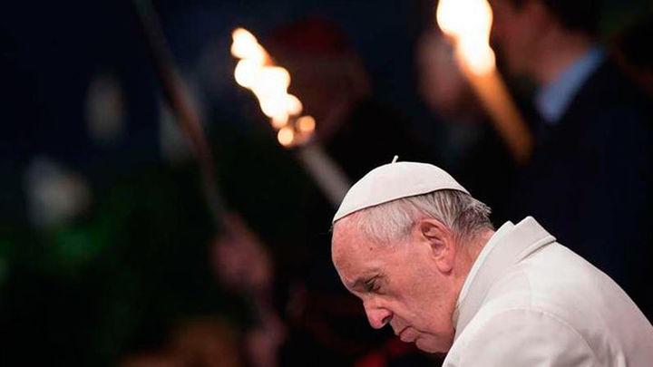 """El Papa denuncia la """"vergüenza"""" de la destrucción en el mundo tras el Via Crucis"""