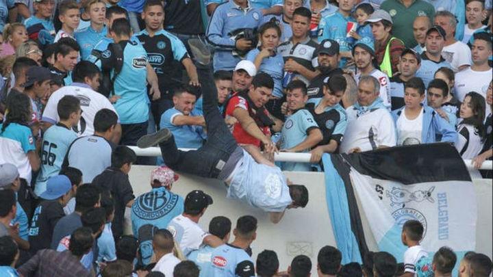 Muere un aficionado del Belgrano arrojado desde las gradas