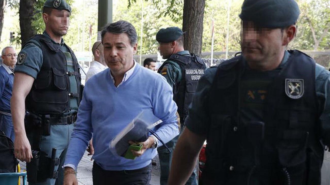 González pasa la noche en el calabozo acusado de liderar una organización criminal