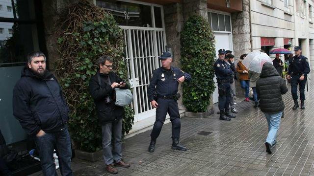 Aspecto de la entrada del edificio de Barcelona donde se encuentra la vivienda del expresidente de la Generalitat Jordi Pujol