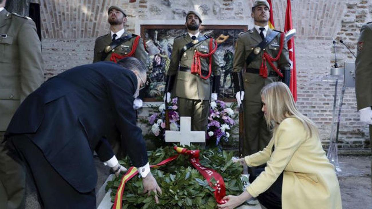 Cifuentes rinde homenaje a los caídos del Dos de Mayo