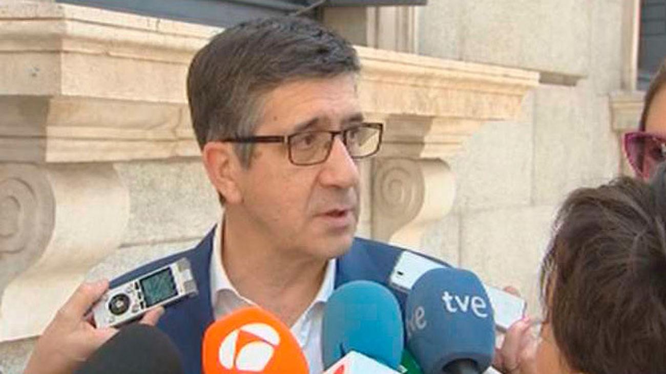 """Patxi López pide Susana Díaz y Pedro Sánchez que pongan coto  a un """"choque de trenes"""""""