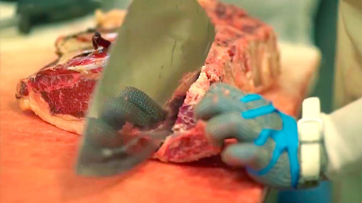 La carne roja daña las arterias y aumenta el riesgo de enfermedad cardiaca en la vejez, según un estudio