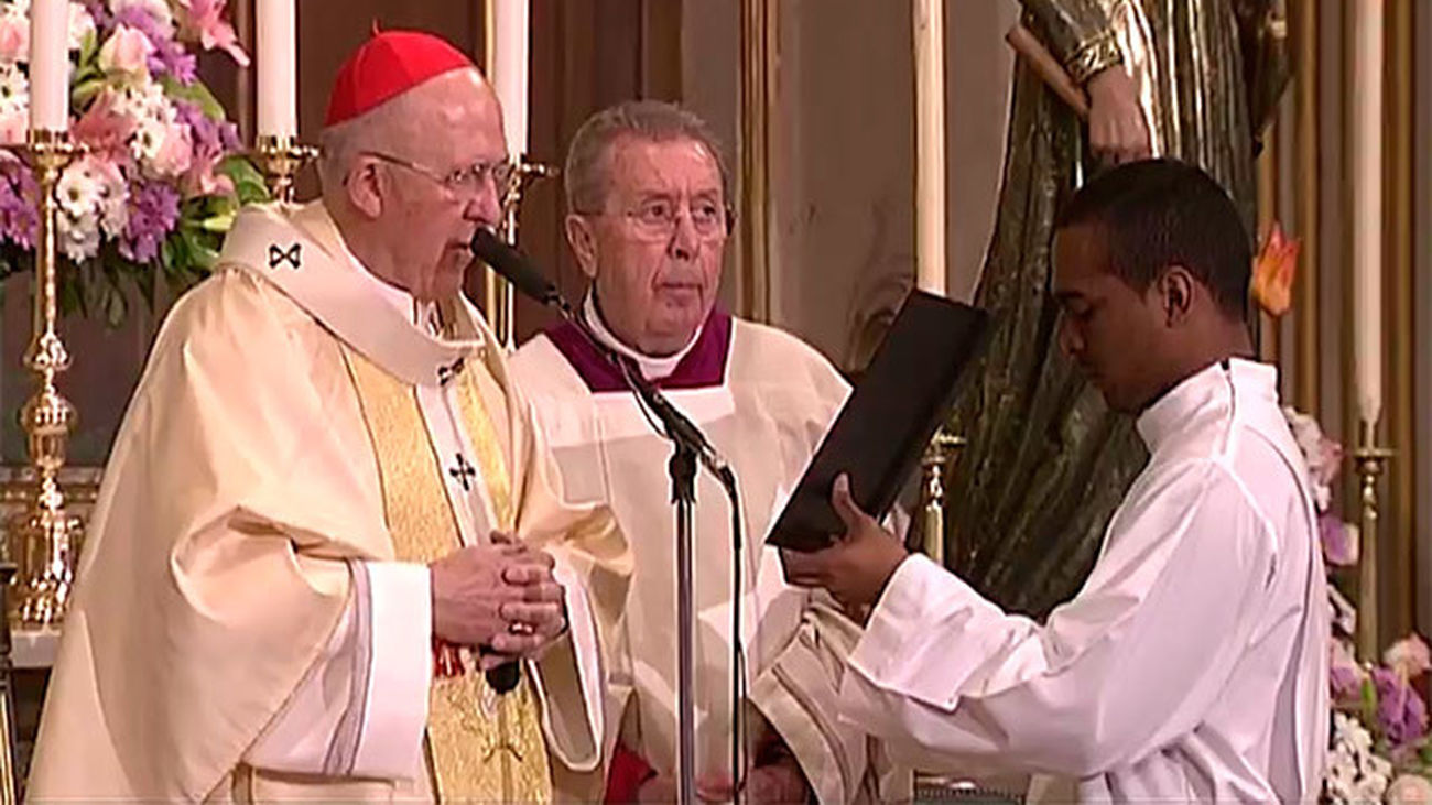 El cardenal Carlos Osoro ordena a una veintena de nuevos diáconos en la Almudena